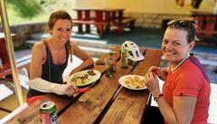 V restauracích bude moct být u stolu nejvýš šest lidí. Plesy budou od pondělka zakázány