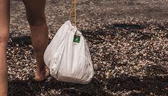 Čeští designéři vyrábí pratelné a opakovaně použitelné odpadkové pytle. Jsou téměř nezničitelné