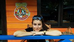 Na Jamajce opět platí zákaz vycházení z domu a roušky se nosí všude, říká Češka