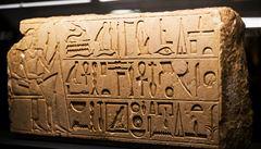 Muzeum v Káhiře opravilo stroj na lití hieroglyfů z roku 1902