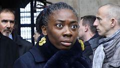 Francii pobouřila kresba v časopise. Znázorňuje černošskou poslankyni jako otrokyni s řetězem na krku