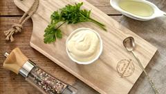 Domácí majonéza je tak trochu alchymie, ale bez éček. Jak na ni?