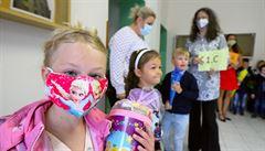 Školy pošlou žáky domů i s rýmou, rodiče musí kvůli ošetřovnému k lékaři. Zbytečné riziko, varují pediatři