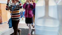 Jazyky či zpěv by se mohly vyučovat ve štítech. Učitelé si stěžovali na opatření znemožňující výuku