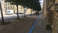 Metr pro chodce, čtyři pro auta. Lidé kritizují opravu brněnské ulice Veveří, kterou 'pohltily' parkovací zóny