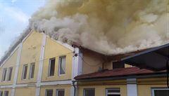 V Košťanech hasiči lokalizovali požár haly, odhadovaná škoda je 5 milionů korun