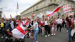 V Minsku proběhl opoziční pochod proti režimu, zúčastnilo se ho dva tisíce žen