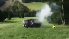 VIDEO: Vážná nehoda slovenských záchranářů. Jejich vůz se skutálel z kopce na Malé Fatře, všichni se zranili
