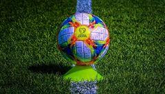 O EURO 2020 se bude hrát s kanárkovým 'volejbalákem'