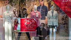 Podzimní móda má zpoždění. Obchodům vládne kvůli 'koronapauze' letní kolekce, zbylé zboží nabídnou příští rok