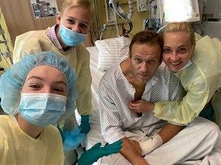 Navalný na svém Instagramu zveřejnil fotografii z nemocnice.