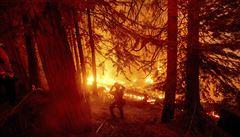 Požáry na západě USA si vyžádaly už přes 30 obětí. Příkaz k evakuaci dostalo 40 tisíc lidí
