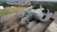 Indiáni v Kolumbii strhli sochu španělského konkvistadora, symbolizuje podle nich pět století genocidy