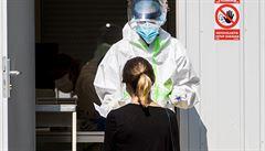 Nárůst nakažených koronavirem v Praze dál zpomaluje. Za den přibylo 327 případů