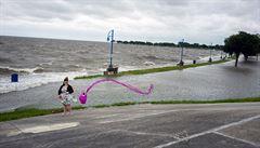 Delta jako tropická bouře přinesla do vnitrozemí USA vydatný déšť, platí varování před záplavami