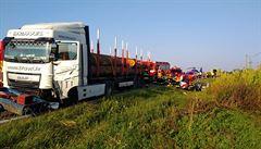 Na Hodonínsku se čelně srazil nákladní vůz s osobním, dva lidé nehodu nepřežili