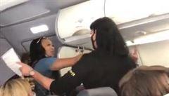 VIDEO: Musíte mě respektovat, jsem královna Kalifornie, křičela žena v letadle