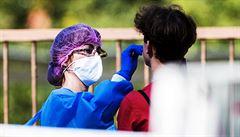 V zemi dál rekordně přibývá nakažených, za čtvrtek zatím 1710 nových případů
