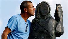 Ve Slovinsku odhalili novou sochu Melanie Trumpové. Tentokrát je z bronzu