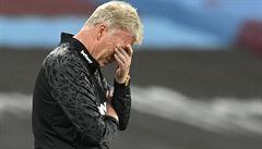 Anglie zuří: VAR zničil fotbal. Mourinho odešel ze hřiště, s novým pravidlem nesouhlasí ani sudí