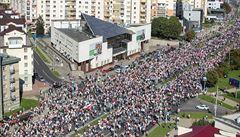 V Bělorusku pokračují protesty, zúčastnilo se jich nejméně 100 tisíc lidí. U Lukašenkova sídla padl výstřel
