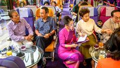 Nostalgie po cestování. Odstavené letouny v pandemií uzavřeném Thajsku se mění v kavárny a restaurace
