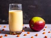 VAŘENÍM PROTI COVIDU: Dopřejte tělu nálož vitamínu C v mangovém kefíru s rakytníkem