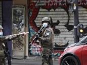 Muž u bývalé redakce Charlie Hebdo zranil sekáčkem dva lidi. Podle ministra šlo o teroristický útok