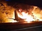 VIDEO: Na východě Ukrajiny se zřítil vojenský letoun, na místě je minimálně 22 mrtvých