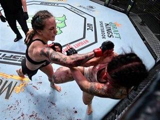 UFC Vegas 11: Clarková bije Alparovou.