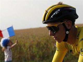 Tadej Pogačar si užívá závěrečnou etapu Tour de France.