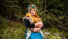 Folklór je způsobem života. Mám ráda funkci ornamentu, ochraňuje své nositele, říká návrhářka