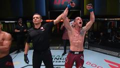 Dvořák září v UFC. Espinozu porazil na body a připsal si ve slavné MMA soutěži druhou výhru