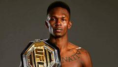 Ve škole byl šikanován, tak se dal na bojové sporty. Teď Adesanya znovu obhájil pás šampiona UFC