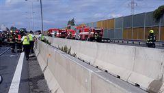 Při hromadné nehodě na D1 bylo zraněno kolem deseti lidí. Mezi nimi i těhotná žena, která zůstala v autě zaklíněná