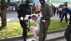 Běloruská policie při nedělních demonstracích zatkla 442 lidí. Obviněni jsou z narušování veřejného pořádku