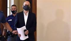 Soud v Brně zahájil hlavní líčení v kauze Stoka, Švachulovi hrozí až 16 let vězení