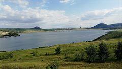 Jedno z největších jezer Česka se oficiálně jmenuje Most. Nachází se na místě bývalého lomu