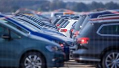 Bazarům chybí vozy i zákazníci. Sehnat solidní ojetinu je a bude obtížné, shodují se experti