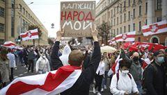 V Minsku demonstrovaly desítky tisíc lidí. Policie zadržela asi 200 protestujících