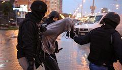 V Minsku policie pod záminkou kontroly dokladů zatýká novináře před opozičním protestem