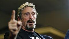 Zakladatel firmy McAfee čelí obvinění z neplacení daní. Podle žalobců nepřiznal příjmy z propagace kryptoměn