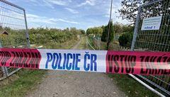 Po požáru chatky na Žižkově byl nalezen mrtvý člověk, místo ohledávají kriminalisté