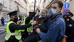 Ekoaktivisté demonstrovali u sněmovny za ochranu klimatu, policie zadržela 44 lidí