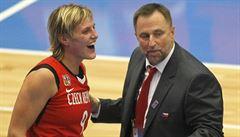 Konec dohadů, basketbalové hrdinky dál povede Blažek