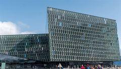 Včelí plástev ozvučená hudbou. Na břehu islandského Reykjavíku se koncerty odehrávají v unikátní budově