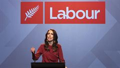 Populární premiérka ovládla volby na Novém Zélandu. Největší podpora za posledních padesát let, těšilo Ardernovou