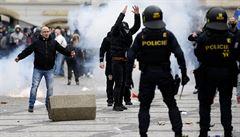 Fotbaloví chuligáni na Slovensku chystají další demonstraci proti vládě, v Česku zatím naplánovaná není