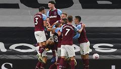 VIDEO: Neuvěřitelný závěr West Hamu, pomohl výstavní gól i Coufal. Aston Villa zůstává stoprocentní