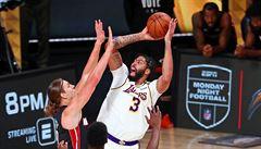 LeBron James dovedl basketbalisty Lakers k 17. titulu v NBA, byl zvolen nejužitečnějším hráčem finále